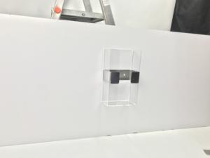 Podajnik na chusteczki oraz rękawiczki jednorazowe z wzmocnieniem ze stali nierdzewnej.